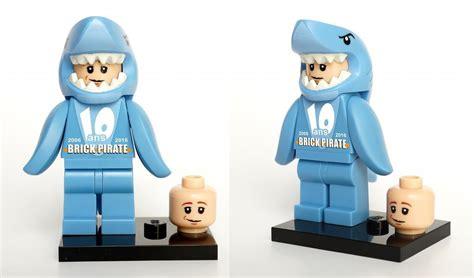 Exklusif Lego Minifigures Panda Suit Limited brickpirate 2013 limited edition minifigure minifigure price guide