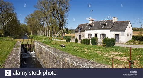 lock keepers cottage on the nantes brest canal