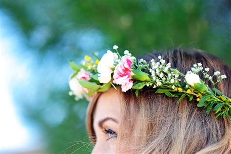 How To Make A Flower Crown Out Of Paper - make flower crowns with fresh flowers tutorial how to