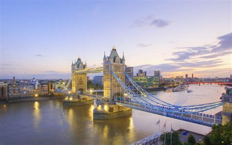 thames river london river thames and tower bridge at dusk london england