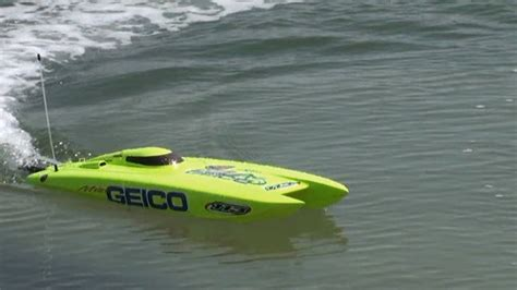 rc boats sinking youtube rc electric speed boat miss geico from proboat bu