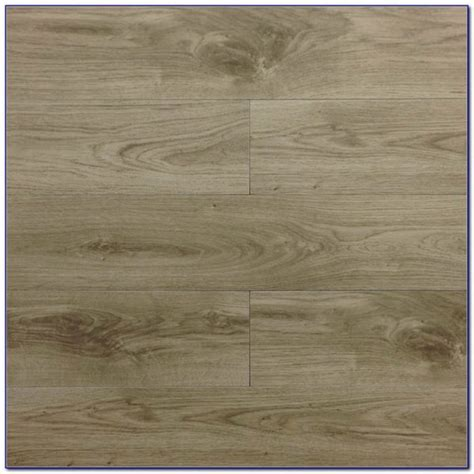 Ceramic Tile Flooring That Looks Like Wood Tile Flooring That Looks Like Wood Planks Awesome Flooring Floor Redbancosdealimentos