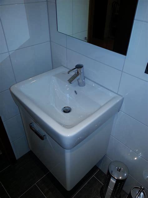 kleine waschbecken und eitelkeiten für kleine badezimmer gerd nolte heizung sanit 228 r g 228 ste wc mit dusche