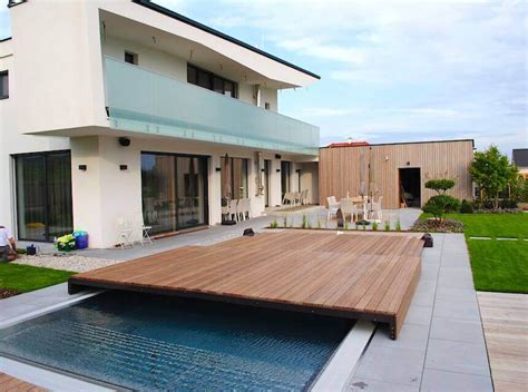 begehbare poolabdeckung poolabdeckung begehbar madera ultraflache