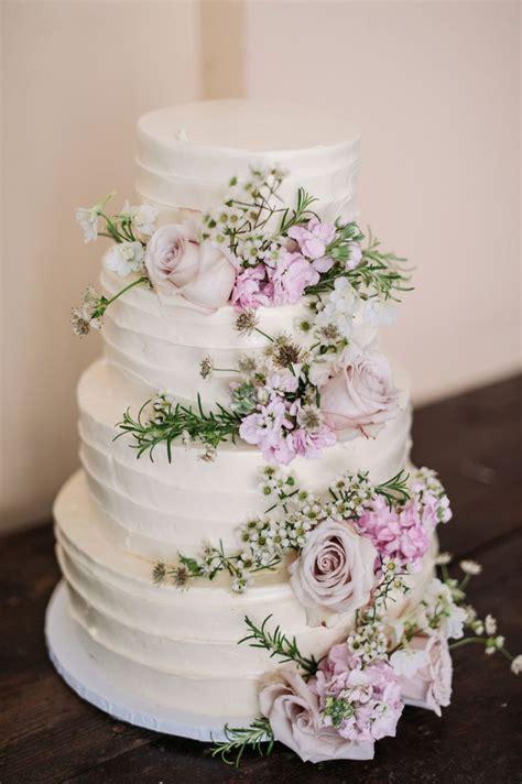 best 25 wedding cake fresh flowers ideas on wedding cake flowers blush wedding
