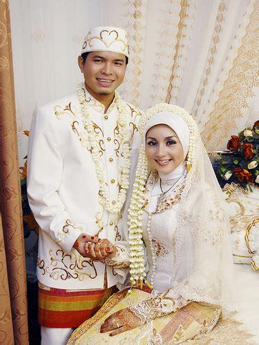 Baju Pernikahan Elegan gambar gaun baju pengantin muslimah modern dan elegan salon kerudung jilbab muslimah