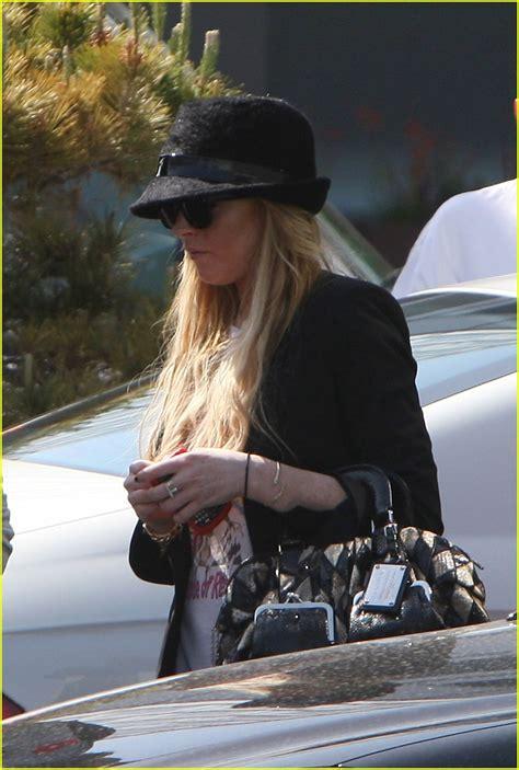 Lindsay Lohan Needs The Toilet by Lindsay Lohan Needs A Lawyer Photo 1055401 Lindsay