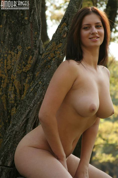 Naughty Naked Slut Showing Shaved Pussy And Perfect Boobs