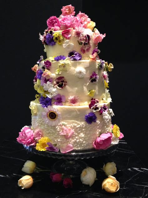 Wedding Cake Edible Flowers by Using Fresh Flowers On Wedding Cakes Fresh Edible