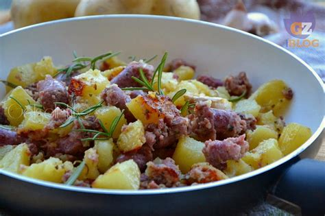 cucinare salsiccia e patate in padella salsiccia e patate in padella secondo veloce