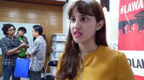 Lipstik Sariayu Nias netizen salah fokus dengan lipstik tsamara amany