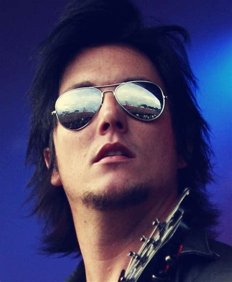 gallery for synyster gates hairstyle tutorial 1223 best images about hot on pinterest matt shadows
