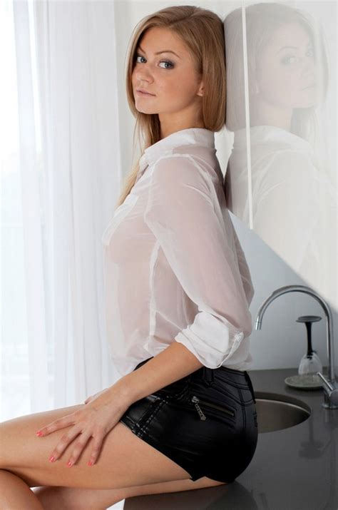 close up spread blonde slit https nutrasunnaturalgreencleanseblog com flawless trim