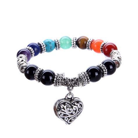 bracelet 7 chakras avec un bijoux en coeur univers zen