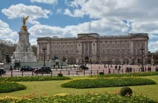 file buckingham palace london april 2009 jpg