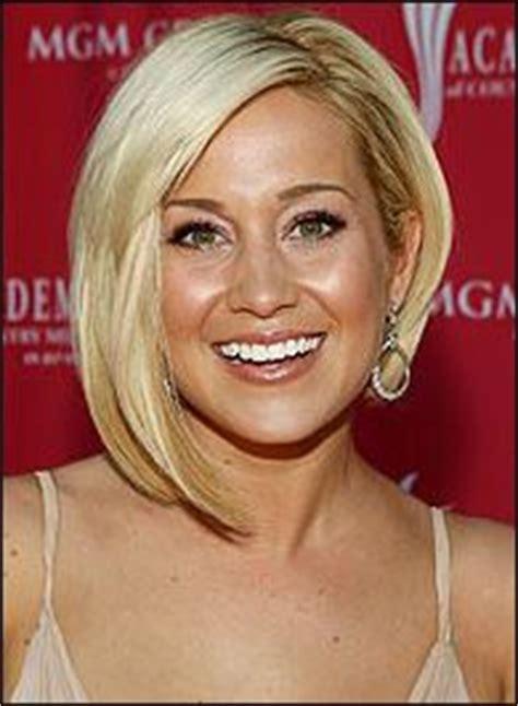 celebrity blonde sliced asymmetric bob kellie pickler s 30 best images about hair on pinterest straight bob
