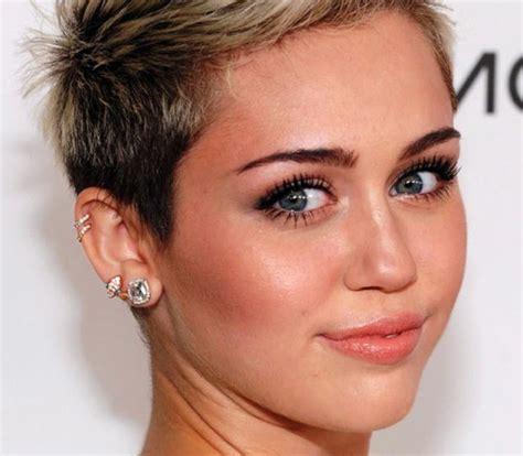 gambar potongan rambut muka lonjong wanita  model