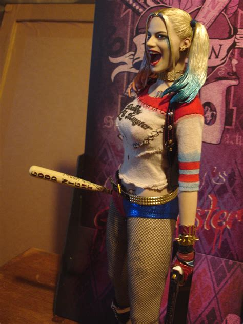 hot toys harley quinn 1 6 harley quinn sixth scale figure page 3 statue forum