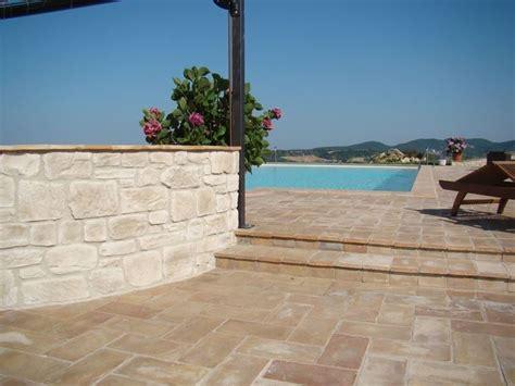 mattonelle per terrazzi esterni prezzi come scegliere le piastrelle antiscivolo per esterno