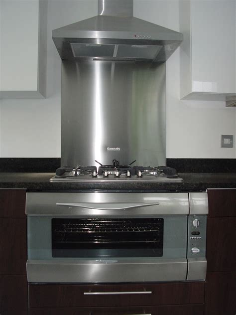 Kitchen Hob Splashback by Designer Fitted Kitchen In Walnut Gloss White
