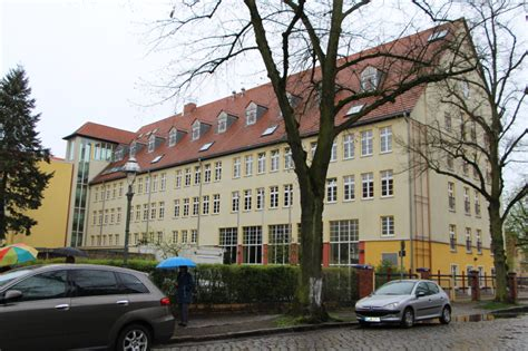 ulrich hutten gymnasium berlin vom s bahnhof lichtenrade bis zur dorfaue berlin de
