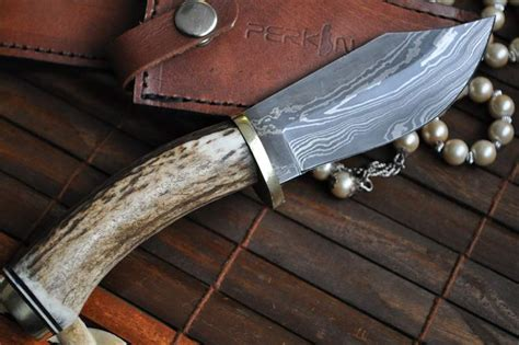 Handmade Knife Makers - custom made damascus knife stag antler handle