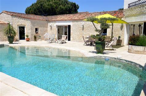 garage a louer la rochelle la genette ensemble immobilier avec jardin et piscine