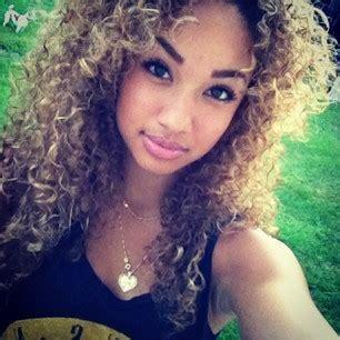 beautiful light skinn women with curly hair light skinned girls on tumblr