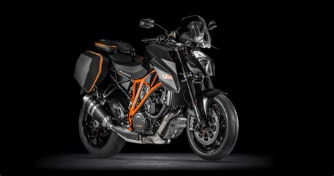 Ktm Superduke 1290 R Review I Got To Take A 45 Minute Ride On A Ktm Superduke 1290