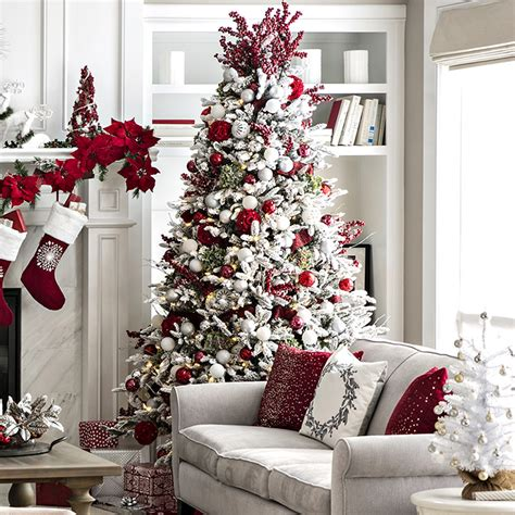 decorating christmas trees with berries open plan living space decor ideas