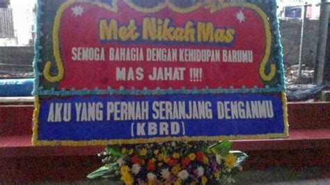 bunga papan pernikahan  memiliki desain unik