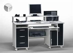 scrivanie porta pc per un mini ufficio in casa
