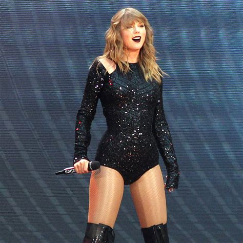 taylor swift delicate number one taylor swift thanks fans for delicate success after