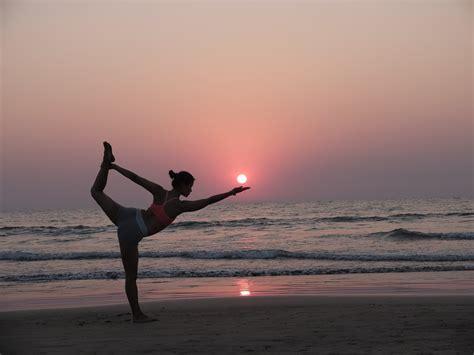 imagenes yoga en la playa fotos de xuan lan xuan lan yoga