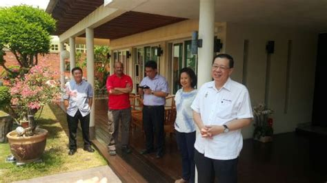 penang chief minister new year open house press given tour of guan eng s rm2 8m bungalow new