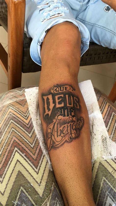 deus  abencoe neymar tatua  perna durante folga