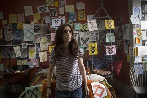 clary fray room collins sounds on clary s shade of hair in the mortal instruments tmi source