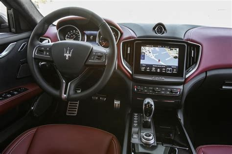maserati ghibli interior maserati ghibli diesel 2016 review pictures auto express
