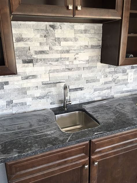 limestone kitchen backsplash stacked backsplash roselawnlutheran