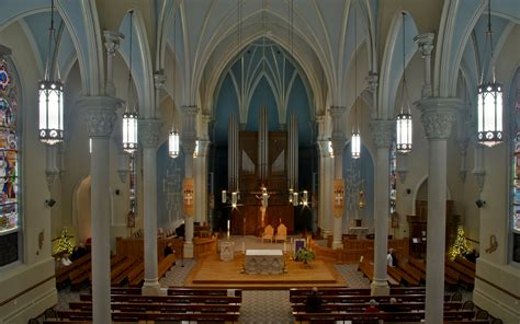 Awesome Churches Cincinnati #3: Saint_Henry_Catholic_Church_%28St._Henry%2C_Ohio%29_-_nave_decorated_for_Advent_2013%2C_view_from_the_loft.jpg