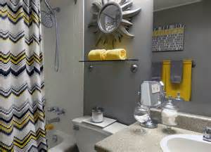 banheiros pequenos ideal usar porcelanato inv yellow and grey bathroom master ideas