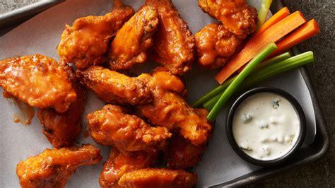imagenes de hot wings pan fried classic buffalo wings recipe tablespoon com