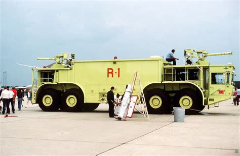 tanker jpeg file oshkosh p 15 fire truck jpeg wikimedia commons