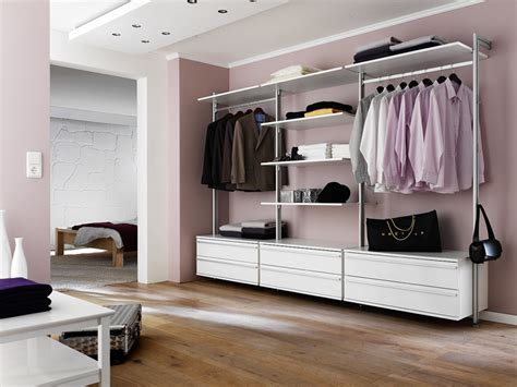 kleiderschrank elemente eins f 252 r alles begehbarer kleiderschrank garderobe