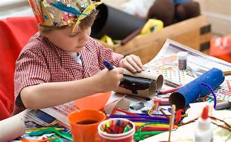 imagenes niños haciendo manualidades 15 cosas de casa para reciclar y hacer manualidades con