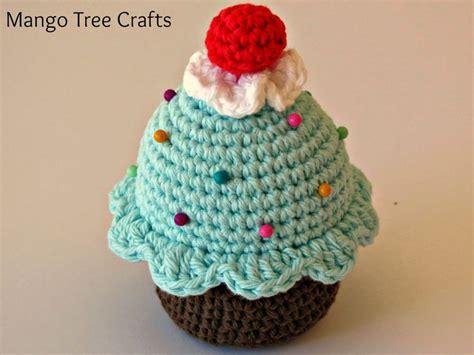 pattern for cupcake holder best 25 crochet pincushion ideas on pinterest crochet