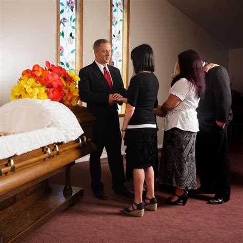 wake funeral tips on proper etiquette at a wake and a funeral