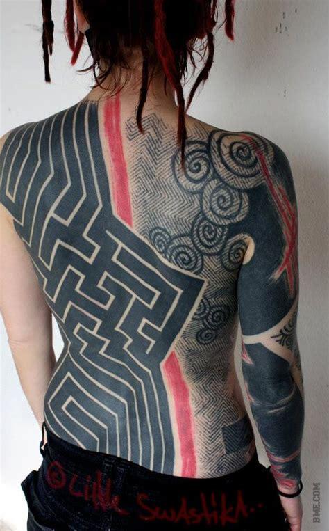 extreme blackwork tattoo blackwork tattoo r 252 cken blackwork tattoos and tattoo