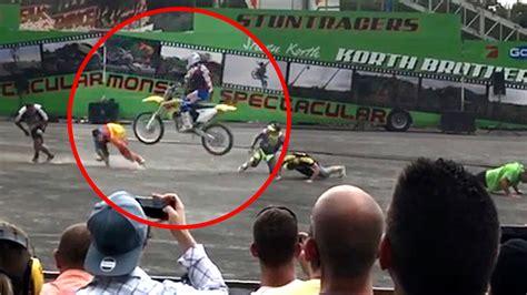 Suche Motorrad Kollegen by Schwerer Unfall In Leipzig Motorrad Stuntman St 252 Rzt Auf