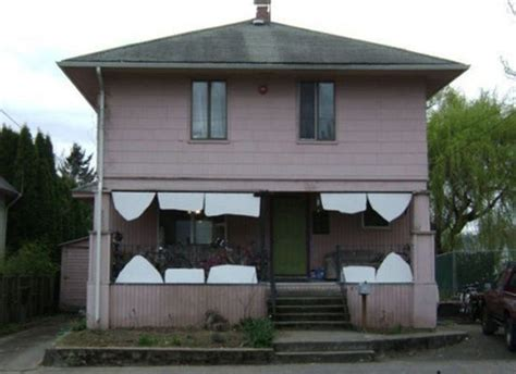 24 Weird And Funny Houses Pleated Jeans